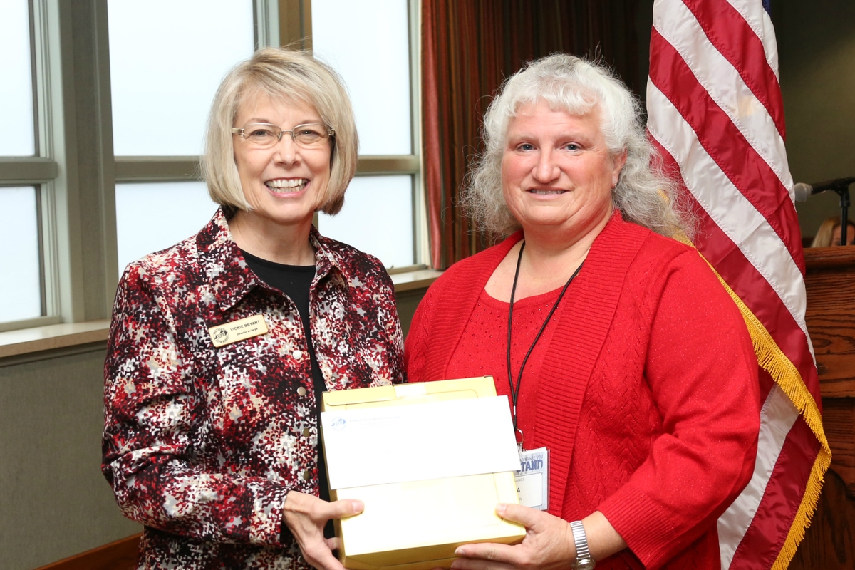 Tresa Skaggs receives Excellence in Ag Literacy Award